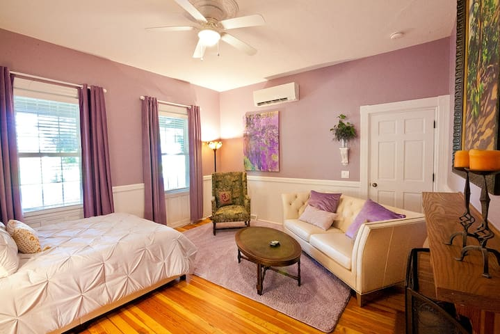 Quaint and Historic Getaway in Weaverville