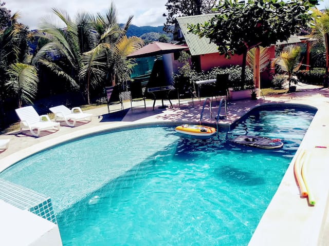 Jaco Bungalow, A/C, Nice POOL,Garden, SURF lessons