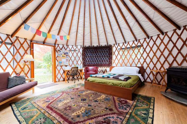 The 36th Street Urban Yurt, in Large Garden Oasis - Boise - Yurt