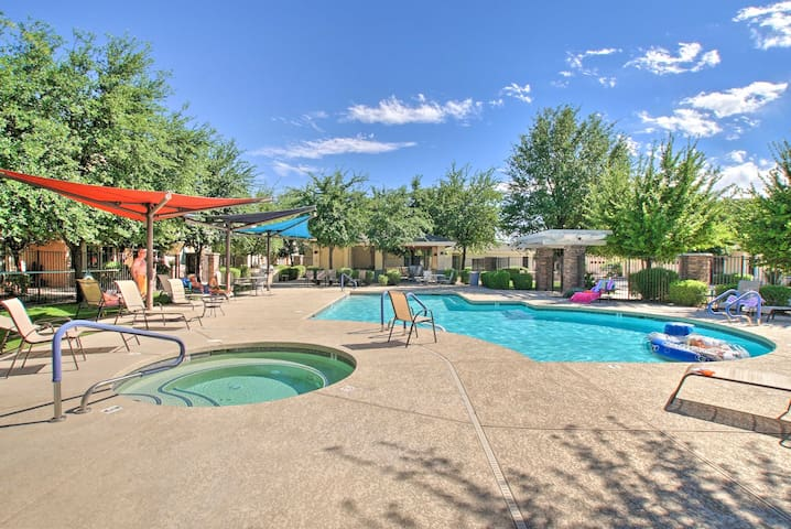 NEW! Condo w/Pool+Spa, 7 Mi to Old Town Scottsdale