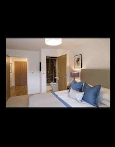 Beautiful modern ensuite double bed - Dagenham - Apartemen