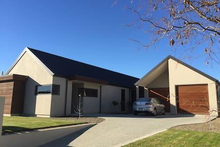 Warm modern house in Central Otago - Alexandra