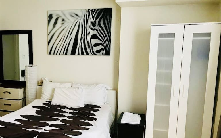 Bright Clean Studio near Square One and GO Station