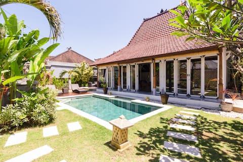 Sanur 2 bdr Villa in a lushy garden with pool