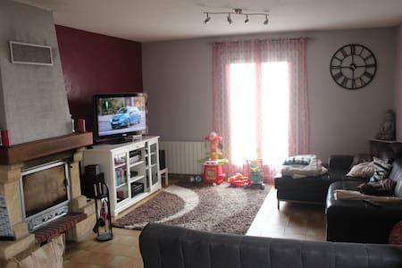 Idéal pour famille avec enfants - Saint-Maurice-l'Exil - Huis