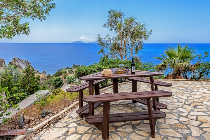 Casa Blue-3bedroom beachfront house, Private Beach