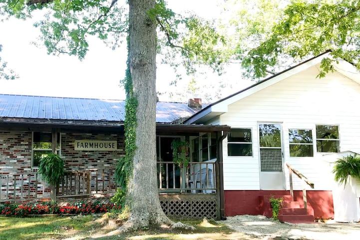 Farmhouse & Barn on the Creek Murphy