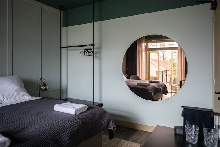 Mr. Lewis Boutique Hotel - 4 Rooms (8 guests)