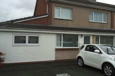 2 bedroom house in Waunfawr Aber - Waunfawr - Дом