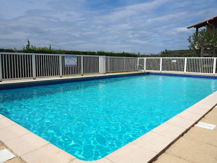 Agréable T2 bis, plage, terrasse & piscine
