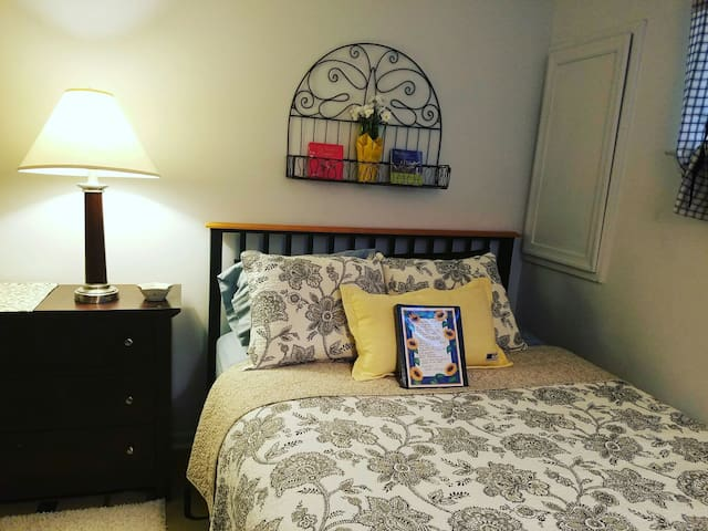 Cozy, beautiful private room & bath in Frederick - Frederick - Ev