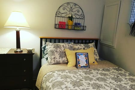Cozy, beautiful private room & bath in Frederick - Frederick