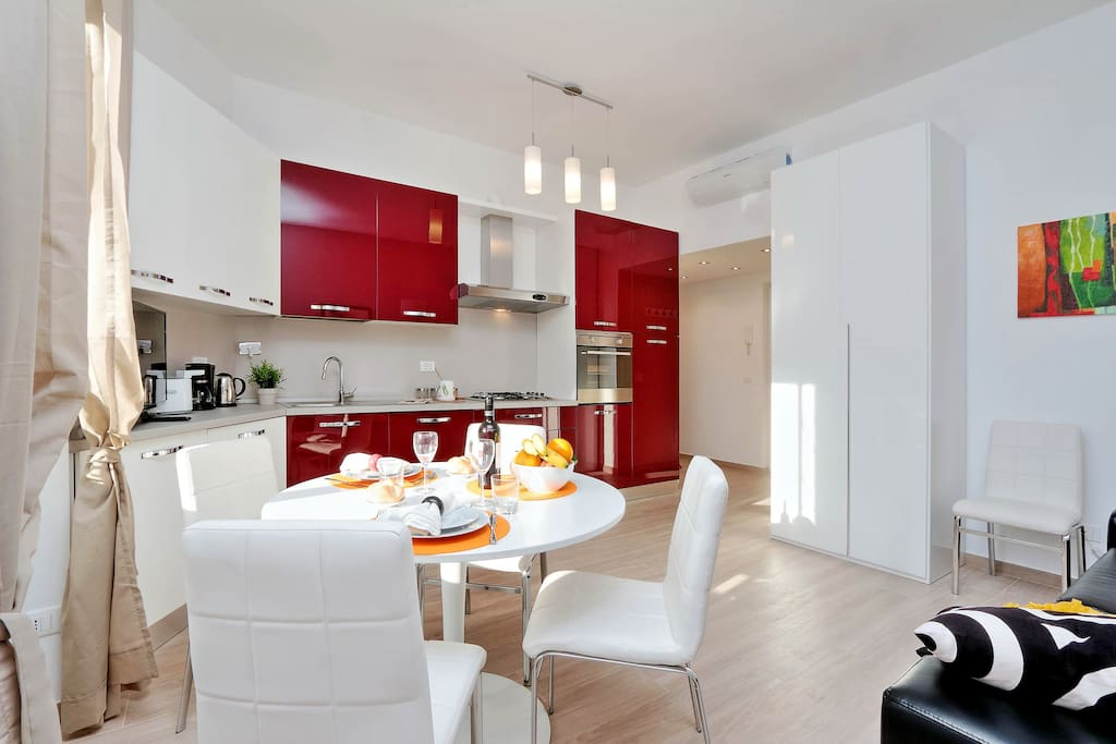 Rome Vacation Rentals Tasso: living room with table, sitting area and a fully equipped kitchen
