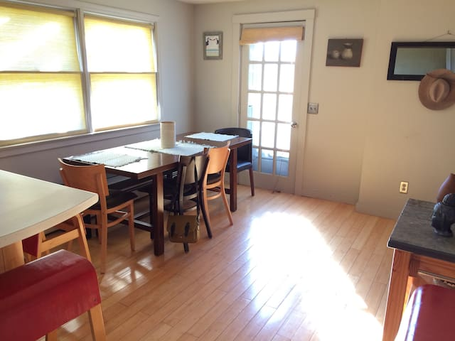 Sunny open concept country home - Stratham - Huis