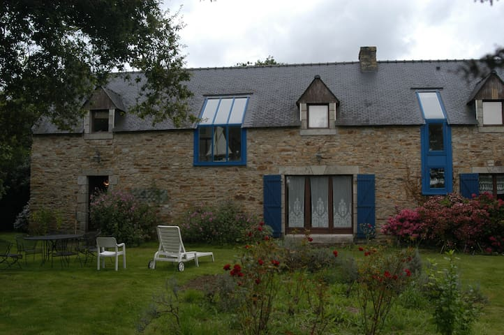 Jolie longère dans un grand jardin à 1km de la mer - Clohars-Carnoët - House