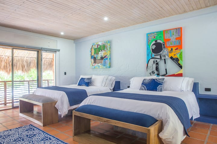 Blue Apple Beach House - Guama Island Hotel Room