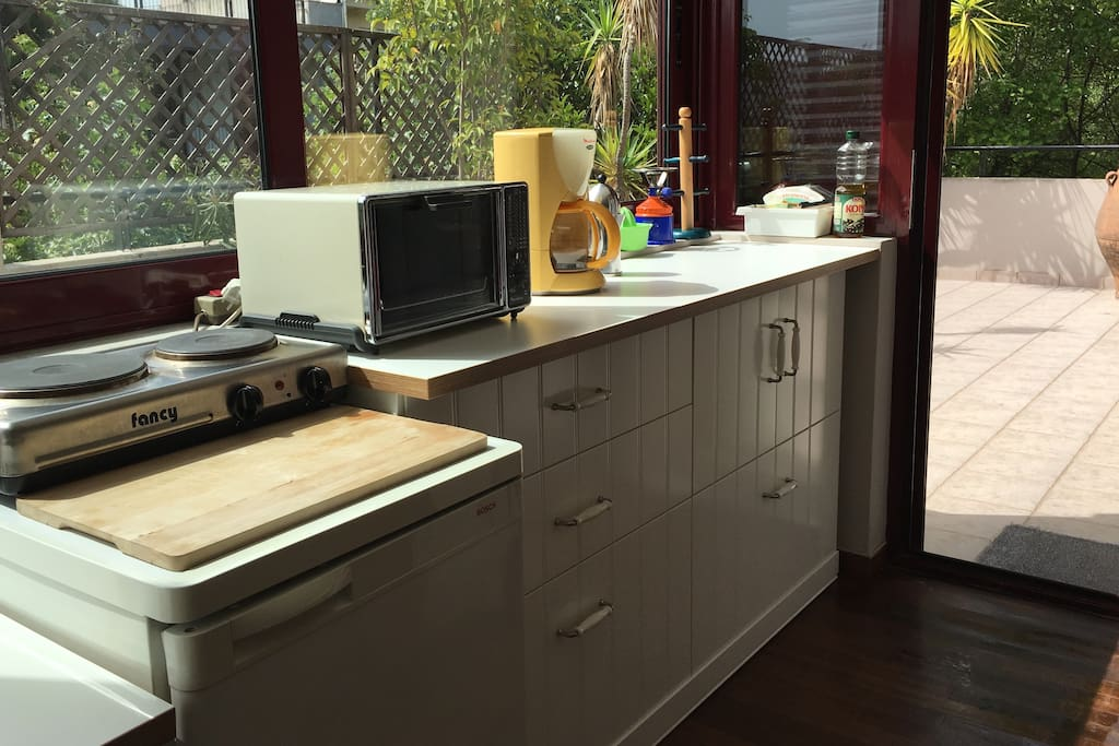 Fridge, two stoves, oven and three different coffee makers will satisfy every taste!
