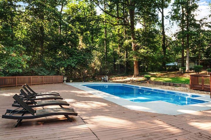 Atlanta  STUNNING 4 BDR, Sleeps 12, Private Pool