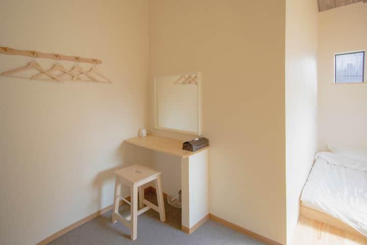 時尚的客房融入西式及日式設計的209號房
