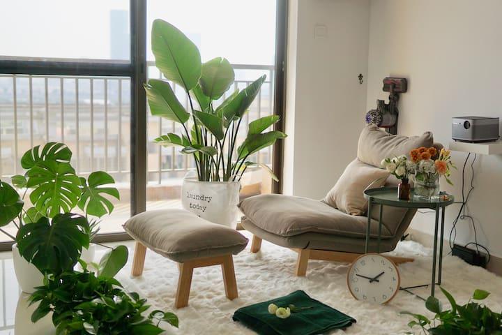 Great vivid apartment close to subway