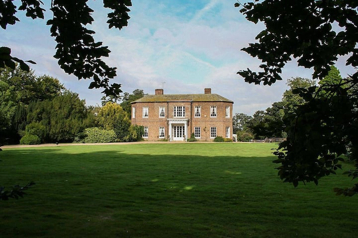 Walcot Hall - historic mansion with huge grounds and tennis court