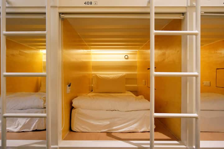 ♥COZY Front Entry SLEEPING POD A + FREE WiFi♥