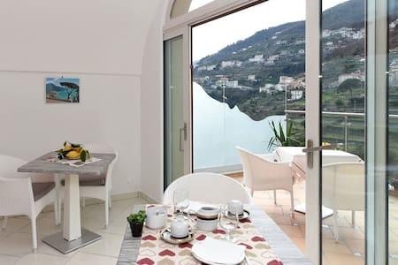 Le Perle d'Italia - Elba - Ravello - Aamiaismajoitus