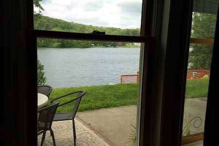Suites by the lake - New Milford - Bed & Breakfast
