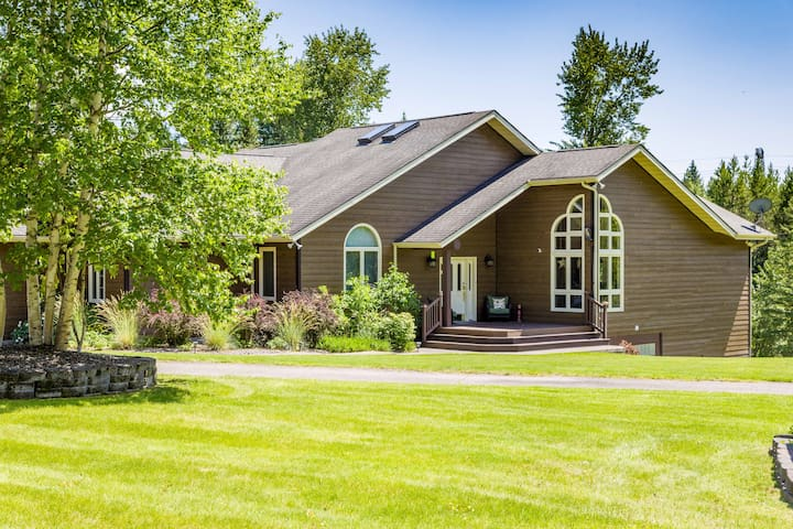 Gorgeous Home on 20 Acres, mins from Glacier NP