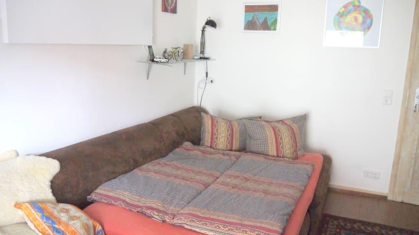 Ruhiges Zimmer mit Balkon