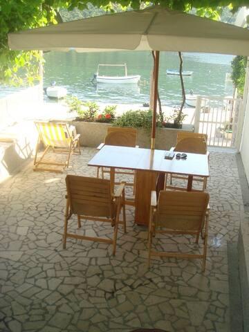 Maison face à la mer - Bigova - Rumah