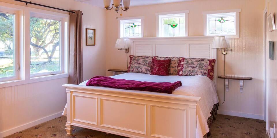 AAA Four Diamond Inn - Purple Sage Cottage Suite