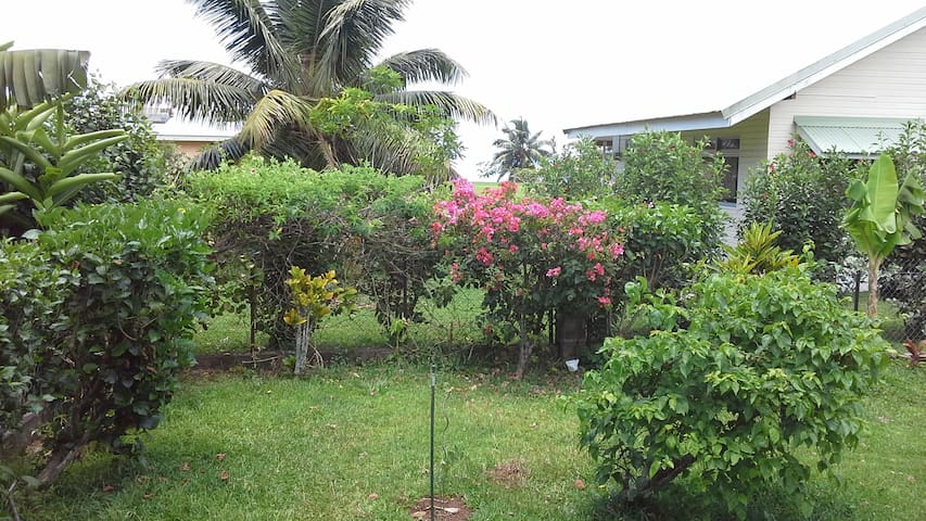2 floors house in a quiet area - Ha'apiti - Casa