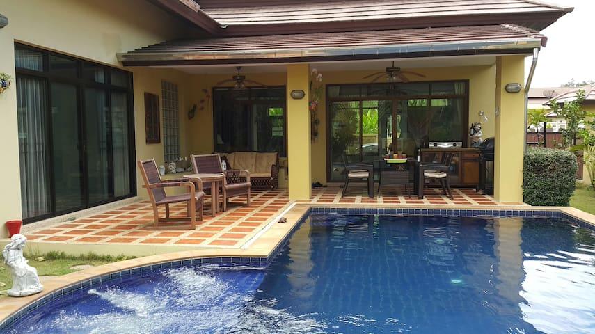 Grand Garden Villa Bang Sa-Re Pattaya - Tambon Bang Sa-re - Dům