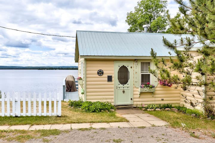 Crabapple Cottage - Golden Lake