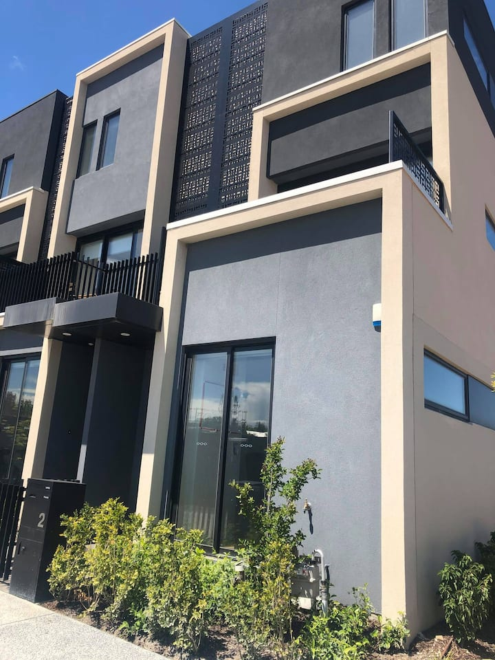 1 bed in a spacious townhouse in ALPHINGTON