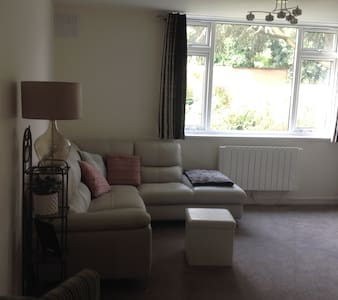 Awesome  double room in Elstree - Elstree