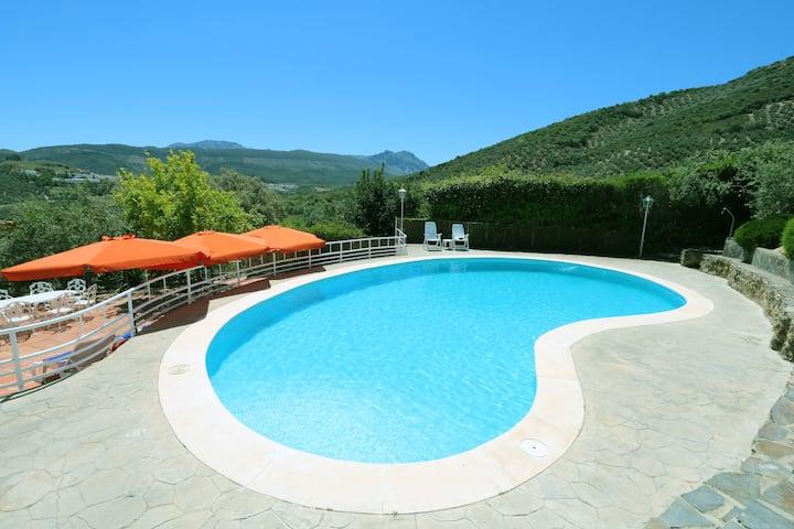 La Moncloa, Villa Rural en el Corazón de Andalucía
