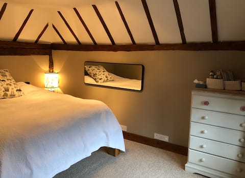 Cosy converted cow shed near Tenterden
