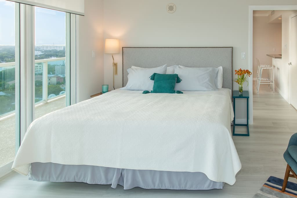 Large master bedroom with King bed, comfortable mattress. Enjoy the views!