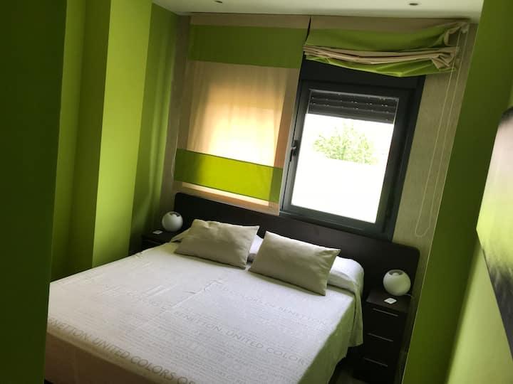 Habitación con baño privado en piso compartido