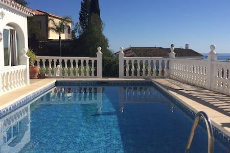 Villa with Private Pool and Gorgeous Vieuw - Caleta de Vélez - Vila