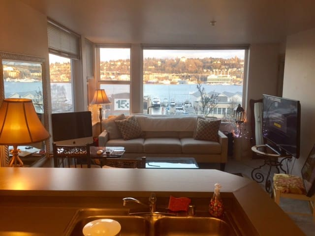 Cozy well lit apartment with Views of Lake Union, - Seattle - Wohnung