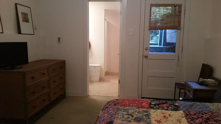 Garden Bedroom-Bathroom-Kitchenette