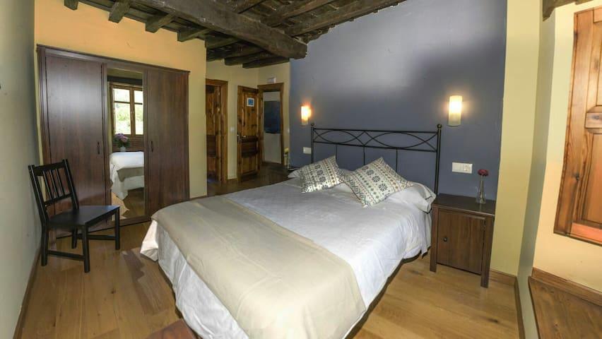 Potes ..mirador da aliezo - Aliezo, Cantabria, ES - Bed & Breakfast