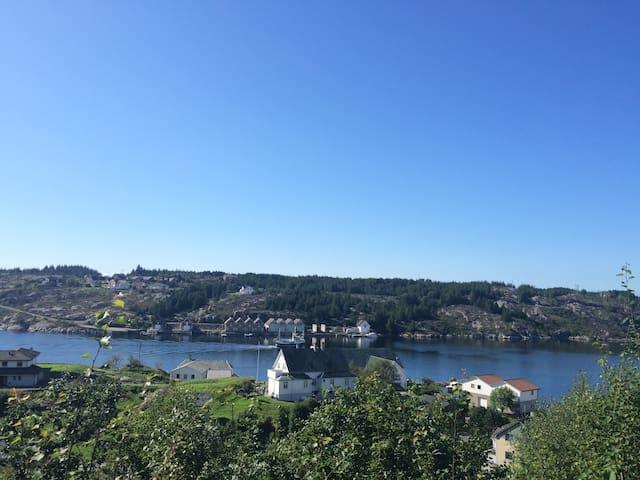 Skjermet enebolig ved fjorden - Steinsland - Dom