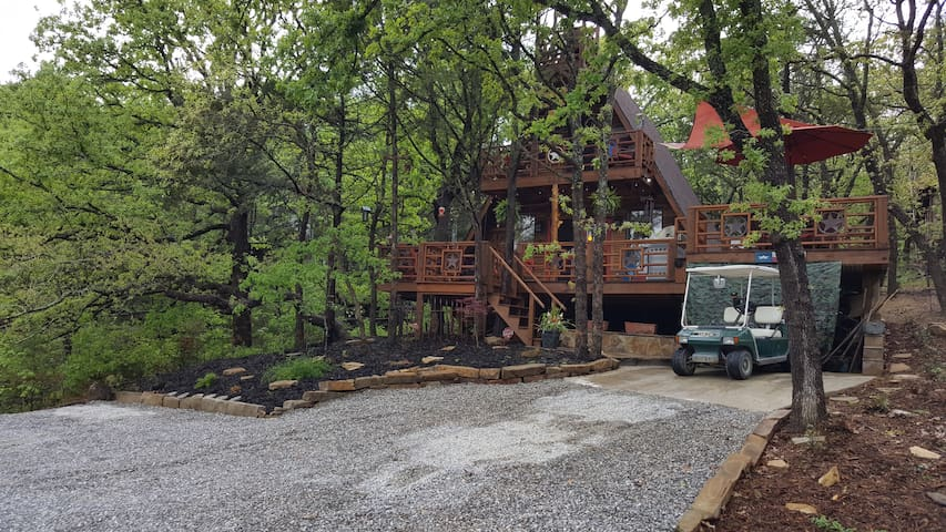 Lake Texoma Cabin with Jacuzzi-Boat Slip-Golf Cart - Pottsboro - Rumah