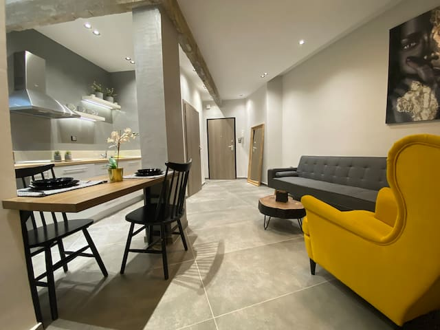⭐️Modern Suite In The Center⭐️