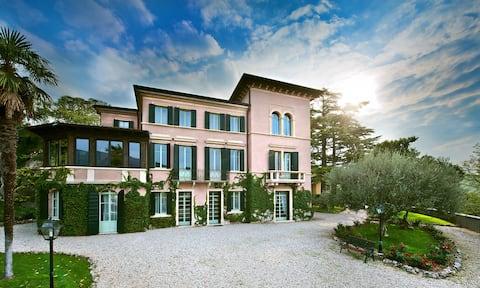 Verona Hills - Wifi - Parking free - Garden (RF9)