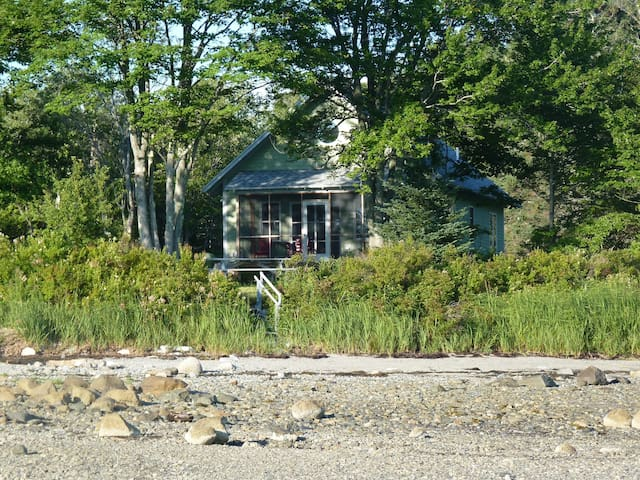 Serene Maine shorefront getaway - Brooklin - บ้าน